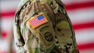 Die Bundesregierung unterstützt die amerikanischen Streitkräfte finanziell.