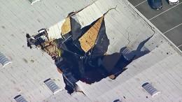 Amerikanischer Kampfjet stürzt in Lagerhalle
