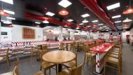 """Viel Platz: Die Filiale der amerikanischen Burger-Kette """"Five Guys"""""""
