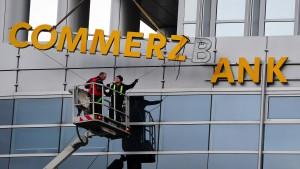 Commerzbank kündigt neue Einschnitte an