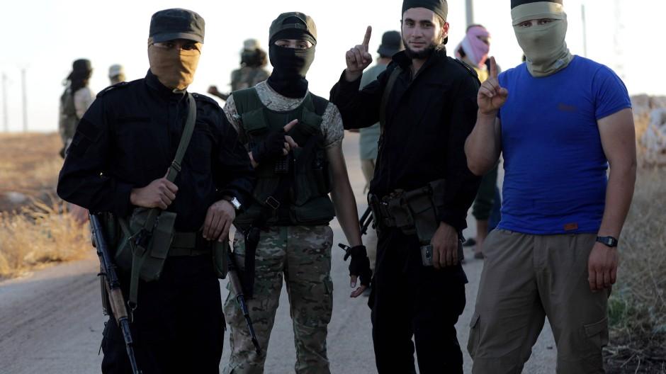 Kämpfer der Dschihadistenmiliz Hayat Tahrir al-Scham