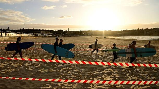 Hunderte Besucher an Sydneys Bondi Beach