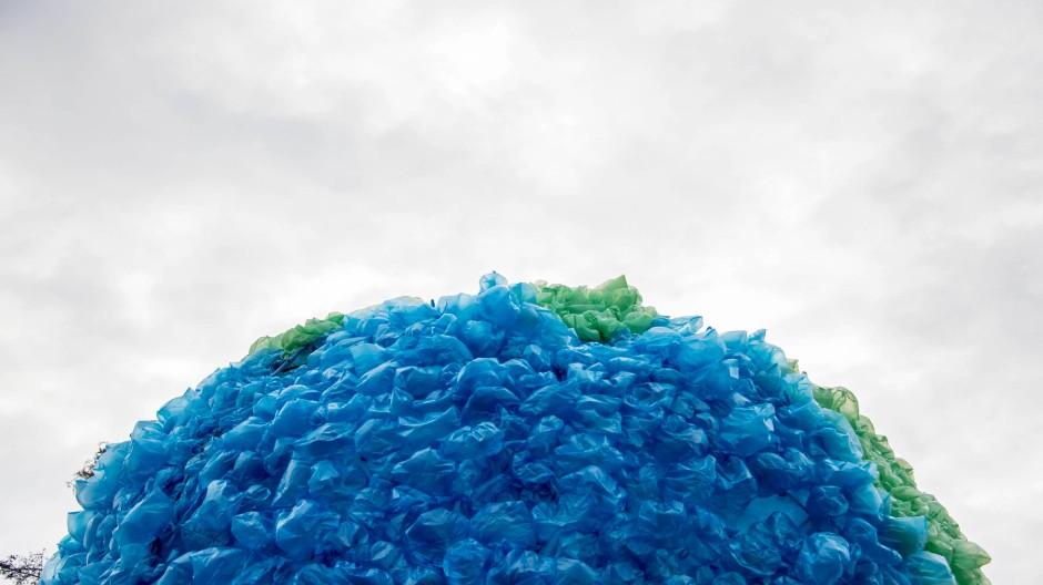 Bunt und divers: Gibt man Kunststoff neue Materialien dazu, verändert es seine Eigenschaften wie Farbe, Form oder Elastizität.