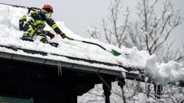 Nach dem Schneefall kommt das Schaufeln
