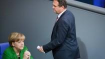 Da war er noch Innenminister: Hans-Peter Friedrich und Angela Merkel im November 2013 im Bundestag