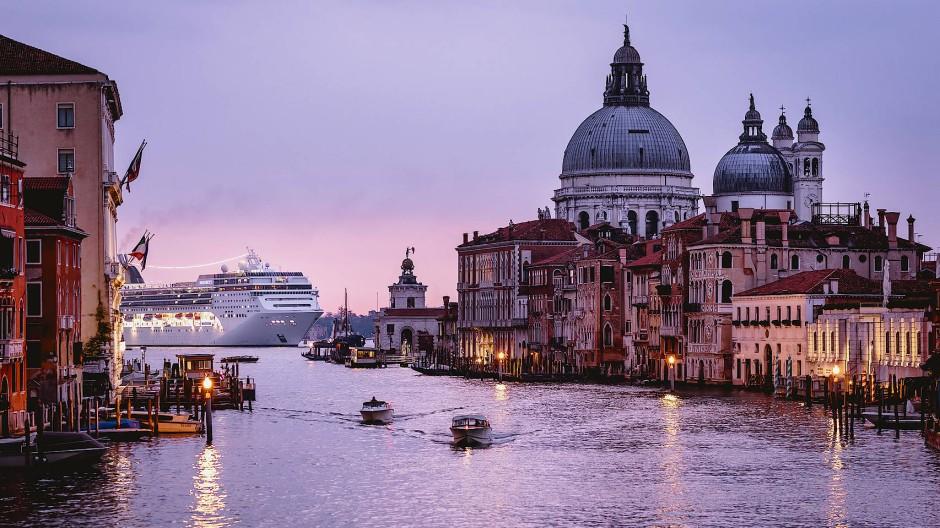 Bröckelnder Putz, schiefe Fassaden: In Venedig ist die Vergangenheit ständige Gegenwart.