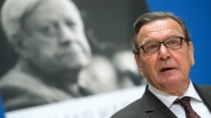 Schröder präsentiert Helmut-Schmidt-Biographie