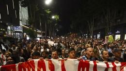 Demonstrationen gegen die eigene Regierung und Russland