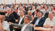 Juni 2019: In einem Zelt findet ein Erörterungstermin um den vom Bergbaukonzern RAG beantragten Grubenwasseranstieg im Saarrevier statt.