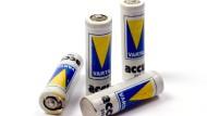 Nickel-Cadmium-Zellen waren einmal die einzigen praktikablen Akkus für mobile Elektronik. Seit 2009 dürfen sie für diesen Zweck nicht mehr hergestellt werden, und auch aus Akkuschraubern und Ähnlichem werden sie in Kürze verschwinden.