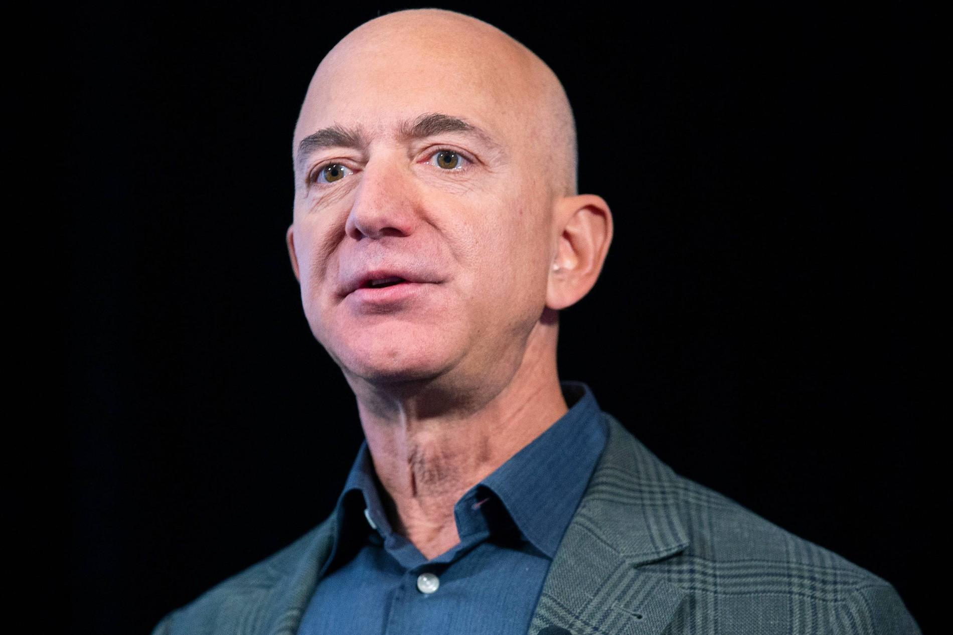 Jeff Bezos gibt Leitung bei Amazon ab ...