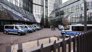 Geldwäsche-Razzia in der Deutschen Bank dauert an
