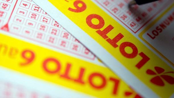 Hessen geben besonders viel für Lottoscheine aus