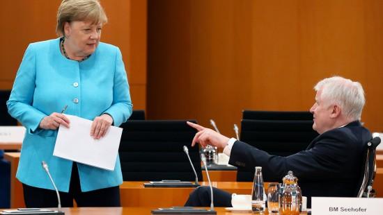 Seehofer und Merkel wollen 1500 Geflüchtete aufnehmen