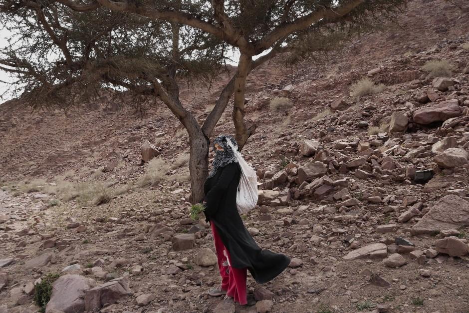 """Umm Yassar auf einer ihrer Wanderungen: """"Leute lachen über uns, aber das ist mir egal. Ich bin eine starke Frau."""""""