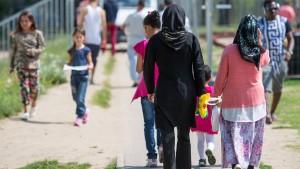 Flüchtlinge müssen für Arbeitsvisum zurück ins Kriegsgebiet