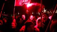 Bei gewaltsamen Protesten gegen ein neues Arbeitsgesetz wurden mehr asl 50 Menschen festgenommen.
