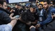 Türkische Regierung entlässt abermals tausende Staatsdiener