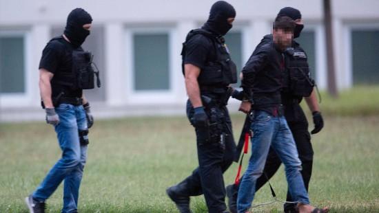 Tatverdächtiger in Deutschland angekommen