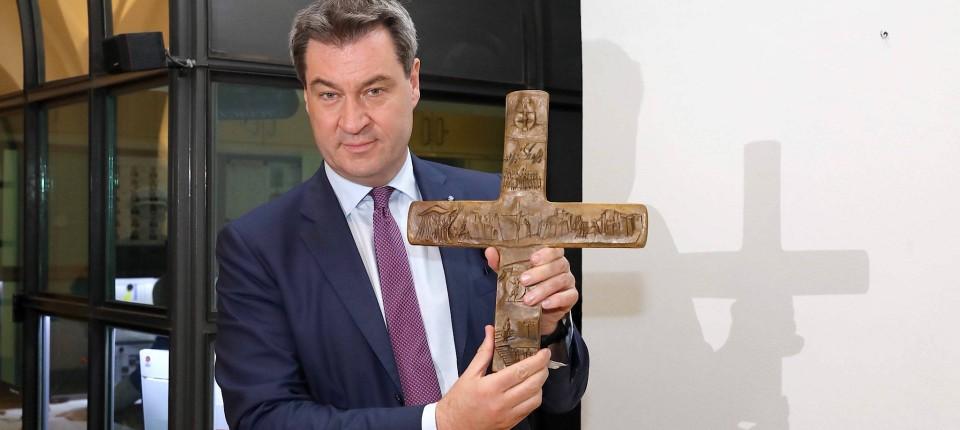 Bildergebnis für markus söder kruzifix