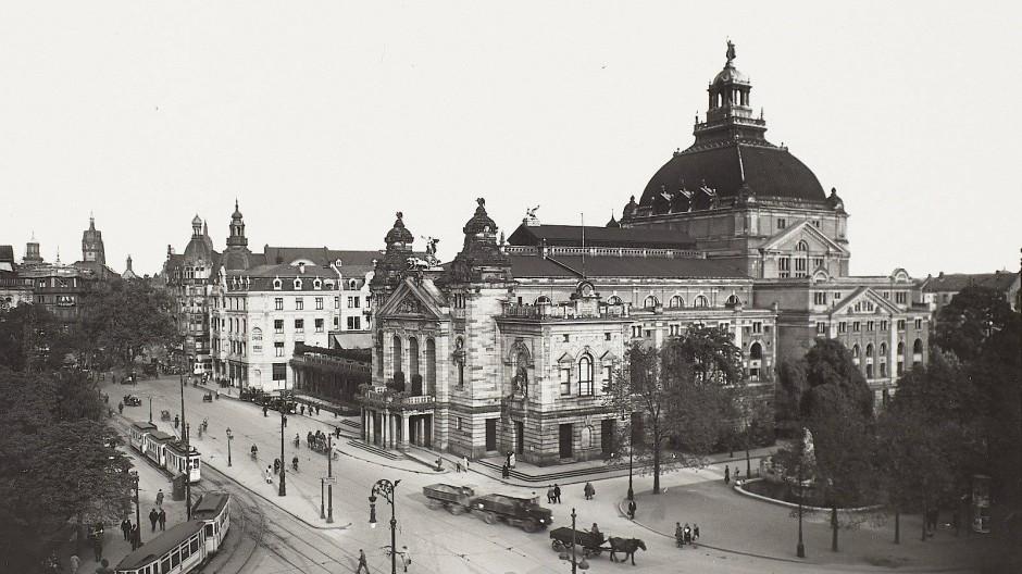 Das Frankfurter  Schauspielhaus in seinem historischen Erscheinungsbild.