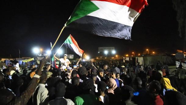 Militär und Demonstranten in Sudan vereinbaren Machtteilung