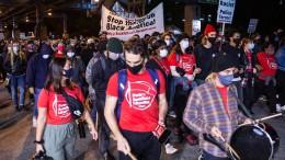 Demonstrationen und Ausschreitungen in Philadelphia
