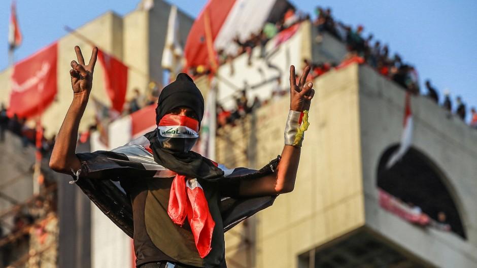 Ein Demonstrant auf dem Tahrirplatz in Bagdad am Sonntag