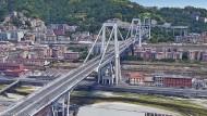 Das Bild der Autobahnbrücke Ponte Morandi, aus dem von Google Earth zu Verfügung gestellten Material erzeugt, zeigt einen Teil der Brücke vor ihrem Einsturz.