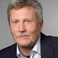 """Michael Hanfeld  - Portraitaufnahme für das Blaue Buch """"Die Redaktion stellt sich vor"""" der Frankfurter Allgemeinen Zeitung"""