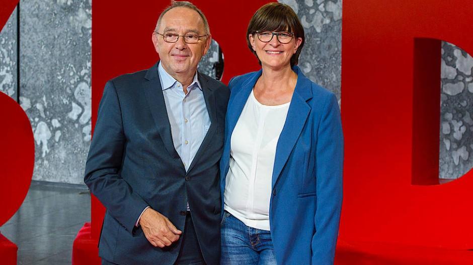 Die designierten SPD-Vorsitzenden Norbert Walter-Borjans und Saskia Esken