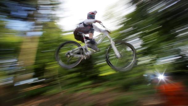 Tödlicher Sturz eines 13 Jahre alten Jungen in Biker-Park