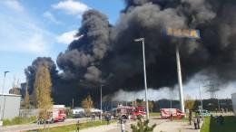 Großbrand auf Schrottplatz in Neuss