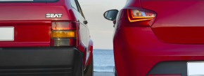 Generation 1 und 4 im Vergleich. Das kürzlich erfrischte Seat Ibiza Design wirkt wie ein gut gekühlter Cava am Strand – und du fühlst den Sand zwischen den Zehen.
