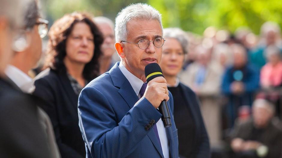 Ist wegen der Bezahlung seiner Frau ebenfalls in die Awo-Affäre verwickelt: Frankfurts Oberbürgermeister Peter Feldmann.