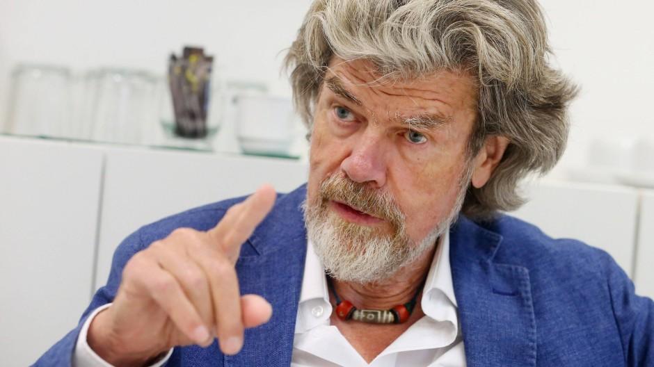 Bergsteiger Reinhold Messner kann nicht schwimmen, wie er in einem Interview sagte.