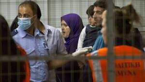 Bootsflüchtlinge müssen Kreuzfahrtschiff verlassen