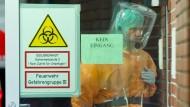 Ebola-Patient trifft in Frankfurt ein