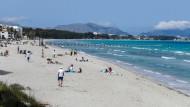 Urlaub auf Mallorca: Wen es in die Ferne zieht, der kann dem Drang weitgehend ungehindert folgen.