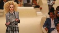 Lagerfeld präsentiert Chanel in Dubai