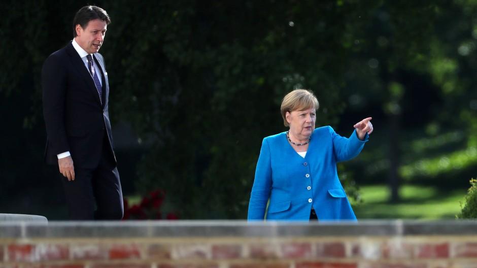 Bundeskanzlerin Angela Merkel (CDU) am Montag mit dem italienischen Ministerpräsidenten Giuseppe Conte bei einem Treffen in Meseberg