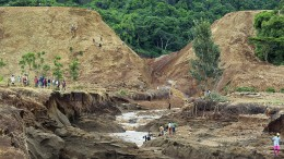 Viele Tote nach Dammbruch