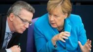 De Maizière macht indirekt Merkel verantwortlich