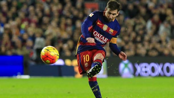 Messi schießt Barcelona an die Tabellenspitze