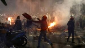 Tote nach Eskalation auf indonesischen Straßen