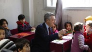 Filippo Grandi in einer Schule der Vereinten Nationen in Syrien