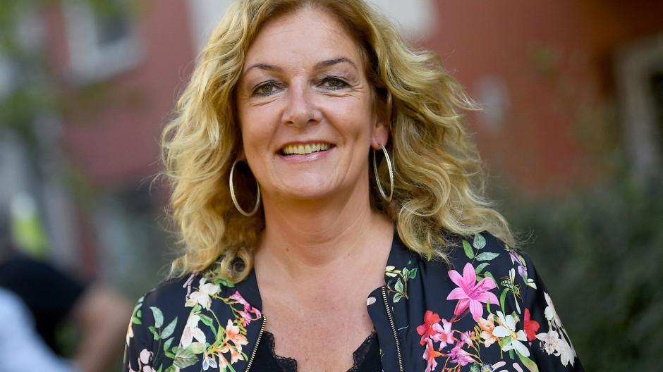 Behalf sich in der Not mit einem Schlüpper: Moderatorin Bettina Tietjen