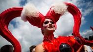 Zehntausende feiern 25. Christopher Street Day in Köln