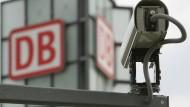 Videokamera vor dem Berliner Hauptbahnhof