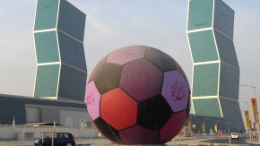 Ball in der Wüste: Anpfiff vielleicht im Frühjahr?